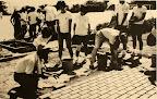 31回生卒業記念の遊歩道づくり。レンガ1個1個の裏側には生徒の名前が書かれている。(1979)