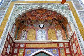 Closeup of front view of Dai-Anga masjid, Lahore