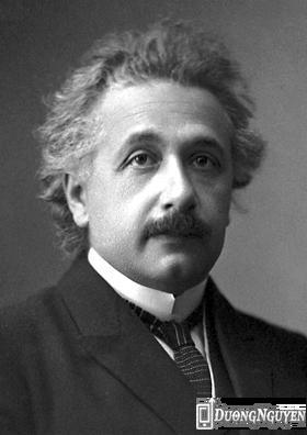 Trong nang còn có một bản sao dưới dạng cuộn micro-film của Cuốn ghi chép về nang thời gian. Trong cuốn ghi chép này có chứa thông điệp của nhà vật lí học thiên tài Albert Einstein.