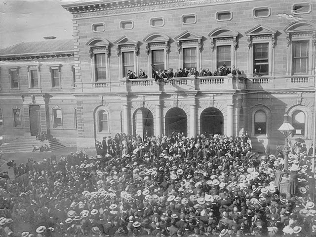 Crowd outside the Hobart Town Hall celebrating the end of the Boer War