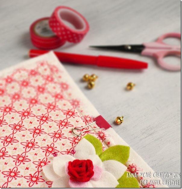 Quaderno abbellito con fiore in feltro per Natale