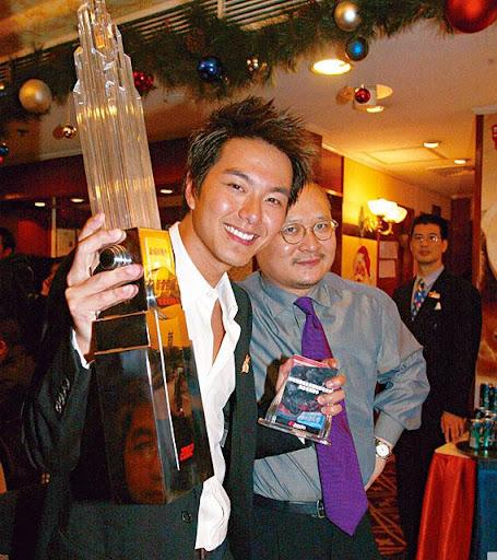 當年蕭正楠橫掃各大頒獎禮的新人獎,到現在,他還很感激當時的老闆李進(右)。