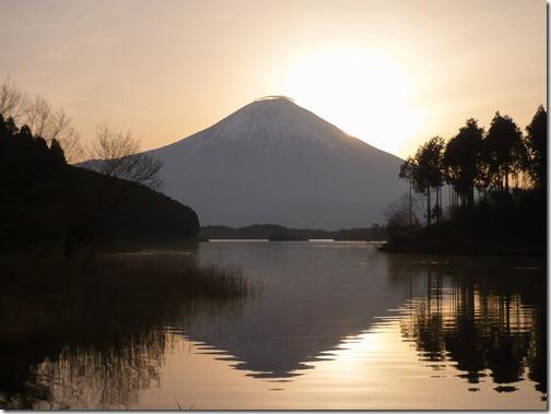 太陽と富士山と田貫湖