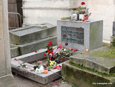 Cimetière du Père-Lachaise - Túmulo do Jim Morrison