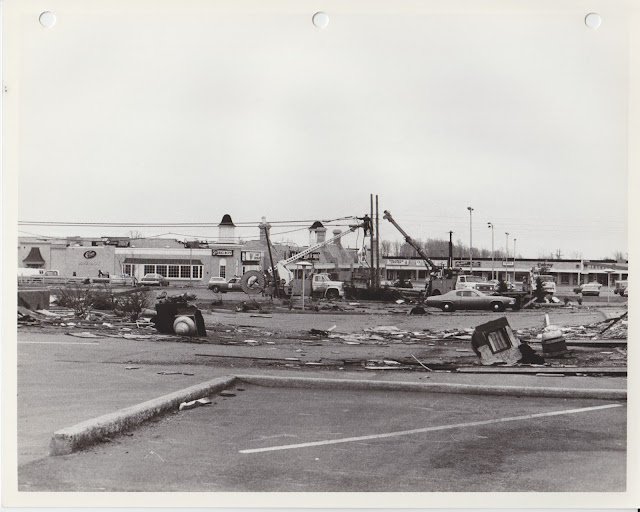 1976 Tornado photos collection - 66.tif