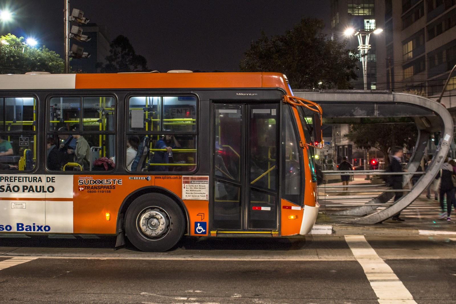 Ônibus da Prefeitura de São Paulo circulando