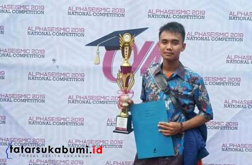 Taufik Nur Ahnaf Siswa SMKN 1 Sukalarang Juara pertama Lomba Kaligrafi tingkat Jabar