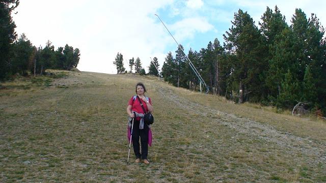 Bajando por una pista de ski