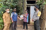 Bakti Sosial, Polres Bogor Bagikan Paket Sembako Kepada Masyarakat