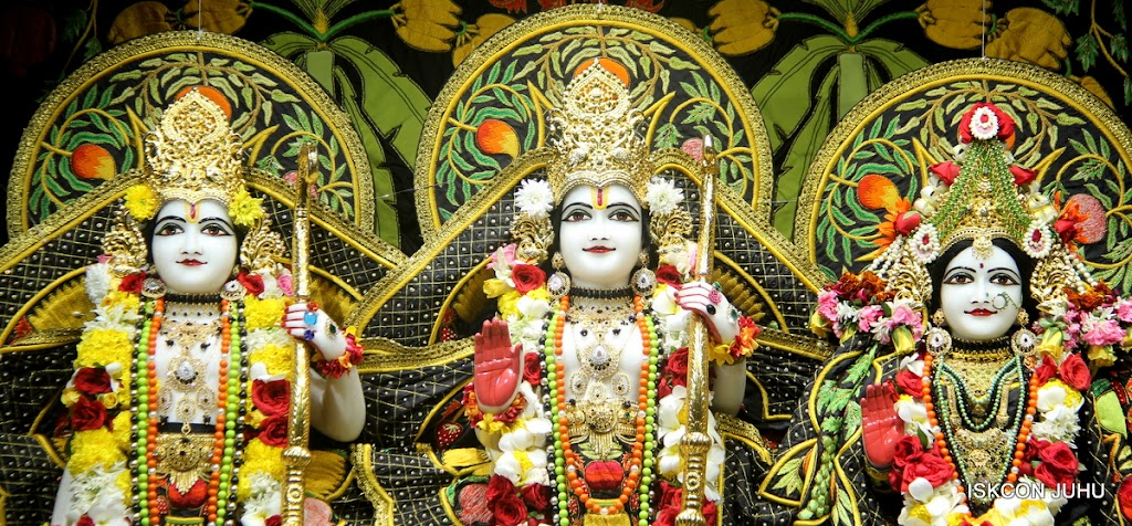 ISKCON Juhu Sringar Deity Darshan on 2nd July 2016 (27)