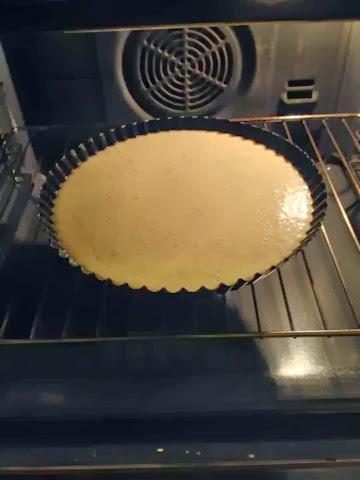 torta lindt al formaggio, con vellutata di porri e uovo gelato