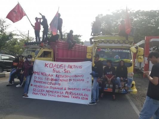 Demo Tolak TKA China, Mahasiswa Makassar Blokade Jalan
