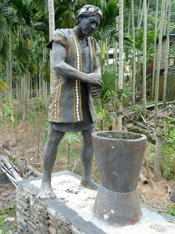 Puli  en passant , entre autres, par les villages de l ethnie Bunum de Loloko et Dili. J 10 - P1160975.JPG