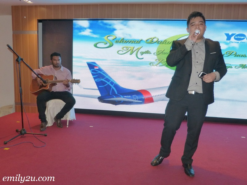YOU Wings Airways buka puasa