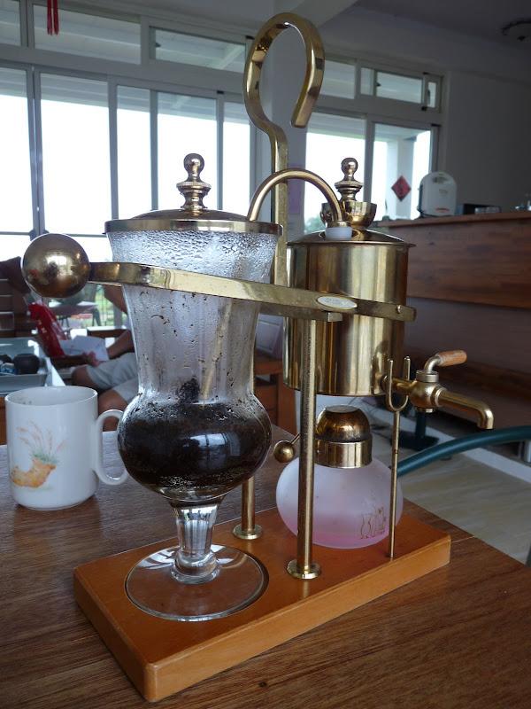 rarement vu une machine à café pareille, de marque Belge.., délicieux café. Mais il ne faut pas être trop pressé...