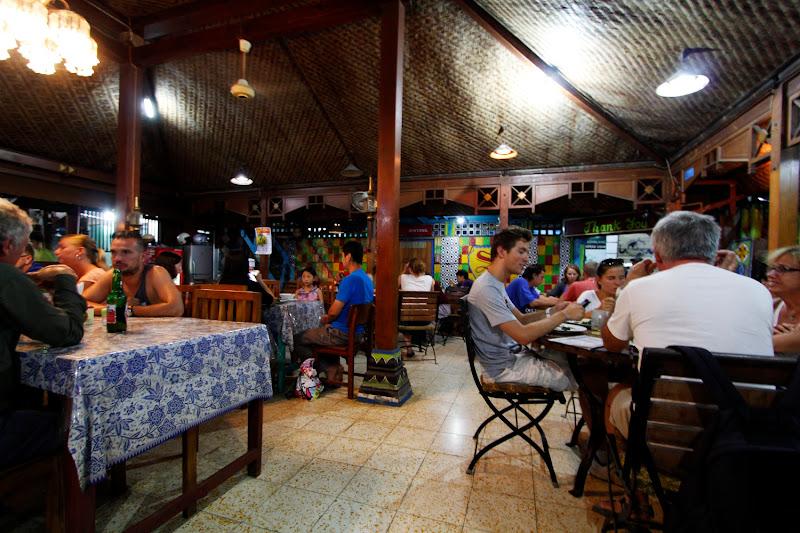 Vista general de restaurante Superman de Yogyakarta