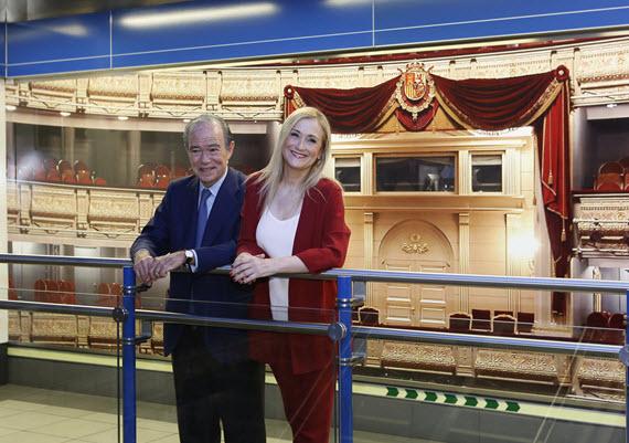 La estación de Metro de Ópera celebra los 200 años del Teatro Real