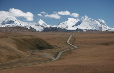 Tibetanska pokrajina (v ozadju osemtisočak Šišapangma)
