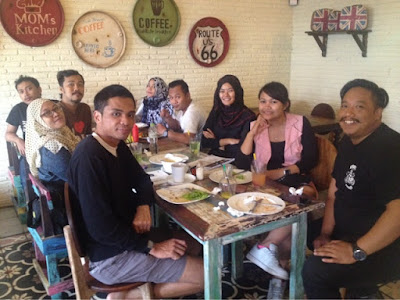 maniak-makan-warung-orange-friends-dolansolo