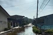 "Jalan digenangi air ""Warga Lau Pingan Kabanjahe Harapkan Perhatian Pemkab Karo"""