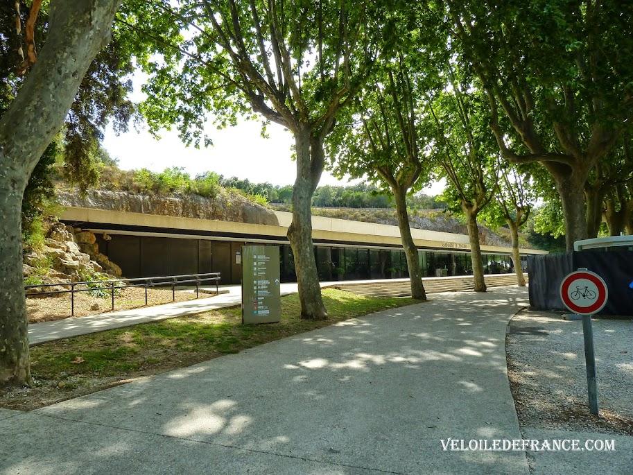 ALa voie verte cyclable du Pont du Gard  maintenant interdite aux vélos. La Provence à vélo par veloiledefrance.com
