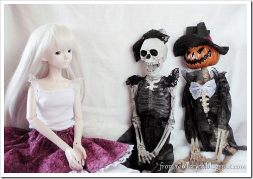 BJD Chatting with Halloween Skeleton Dolls