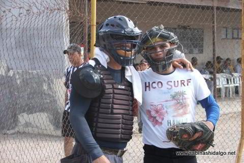 Umpire y receptor en el softbol del Club Sertoma