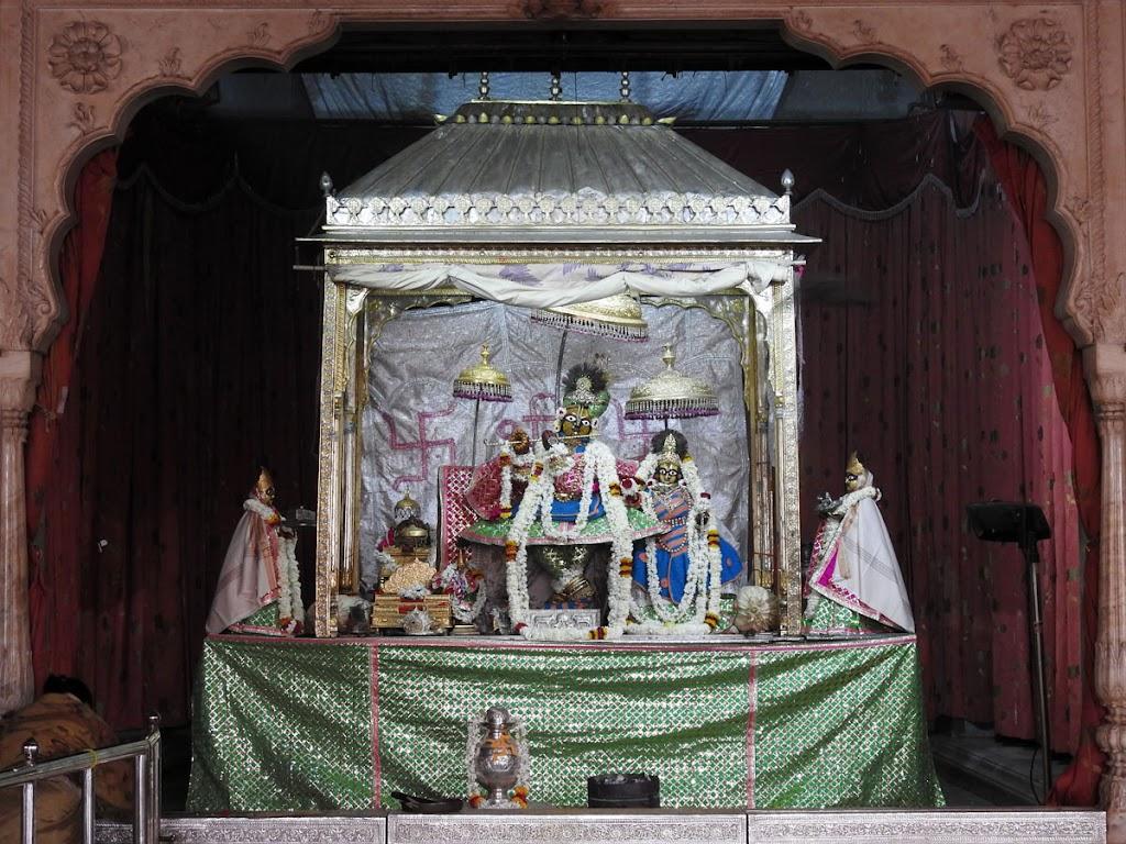 Radha Govind Devji Deity Darshan 07 Jan 2017 (9)