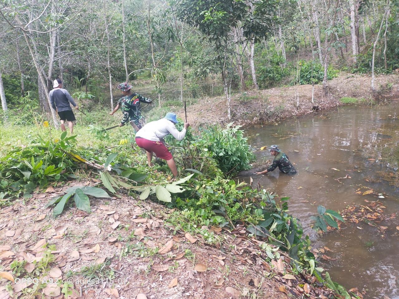 Tarmiji Senang, Satgas TMMD 110 Kodim 1008/Tanjung Bersihkan Kolam Ikannya