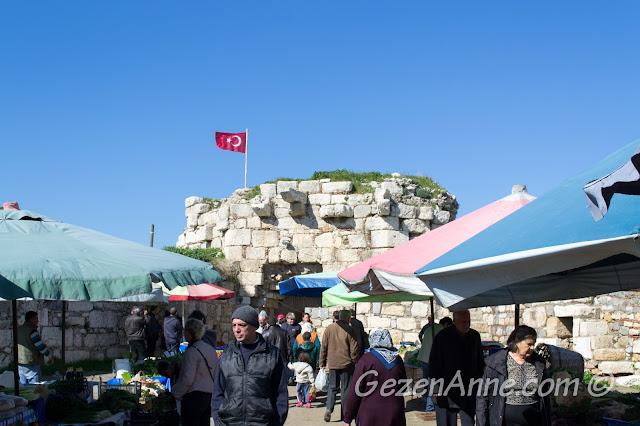 Sığacık kalesi içindeki üretici pazarı, Seferihisar