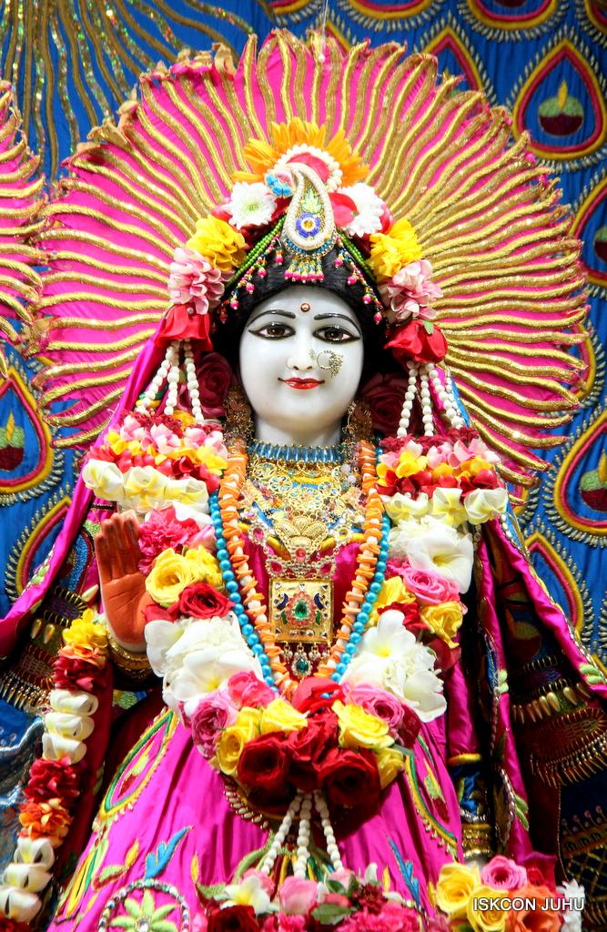 ISKCON Juhu Sringar Deity Darshan on 2nd Oct 2016 (13)