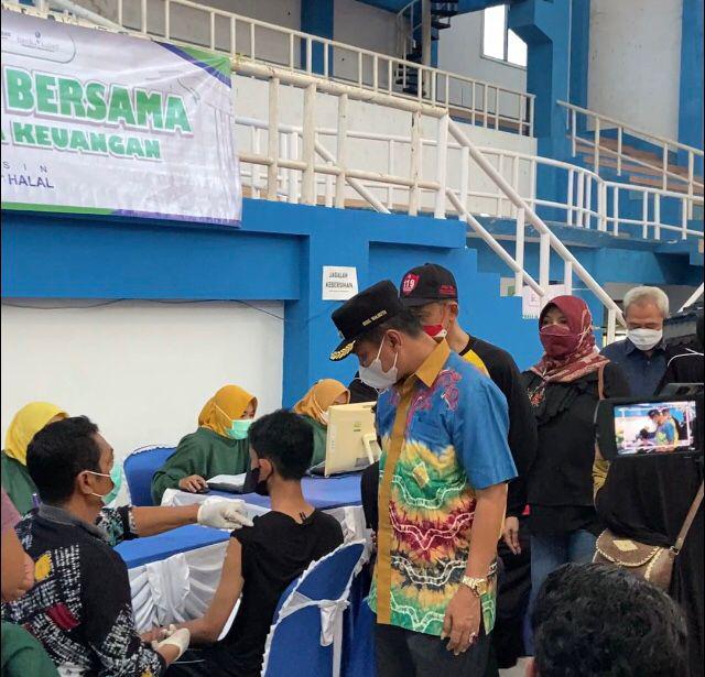 Bank Kalsel Bersama OJK Gelar Vaksinasi Massal di Banjarbaru, Tembus Target 1.000 Dosis