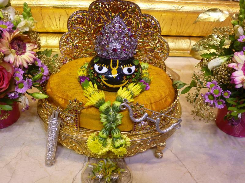 ISKCON Bhaktivedanta Manor Deity Darshan 16 Dec 2015 (12)