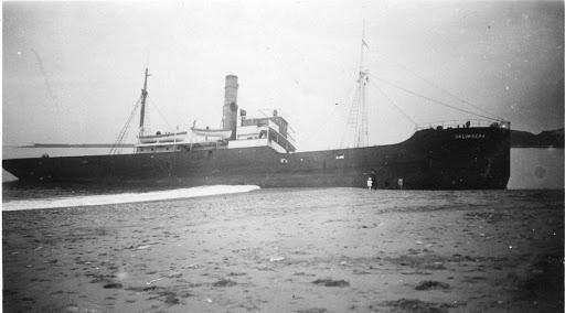 El vapor VALVANERA embarrancado en Bayona. 1931.tif