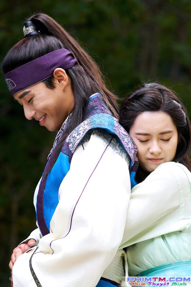 Hwarang: Vừa nói yêu Go Ara, Park Seo Joon lĩnh ngay một mũi tên chí mạng - Ảnh 9.