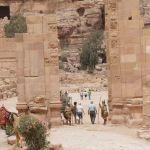 柱廊通りの終点は「凱旋門」。兵士が両サイドで見張り?