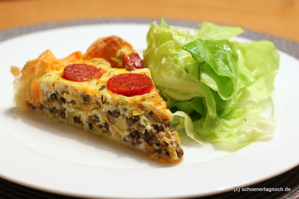 Linsen-Chorizo-Tarte mit grünem Salat