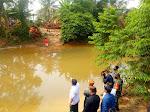 Anak SD Viral! Pergi Sekolah Sebrangi Sungai Pakai Keranjang, Bupati Kampar Langsung Kunjungi Lokasi