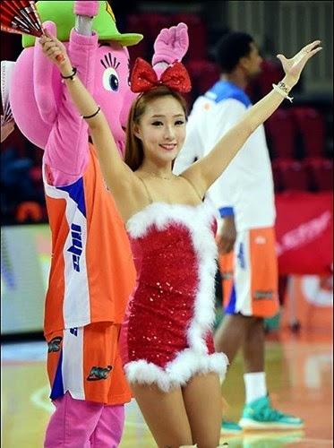 Dàn chân dài Hàn Quốc khuấy động bữa tiệc bóng rổ mùa giáng sinh