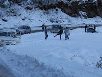 Schneeballschlacht im Himalaya