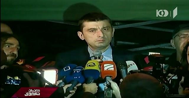 Министр МВД Грузии вышел к участникам акции протеста в Тбилиси и попросил прощения за произошедшее в клубах