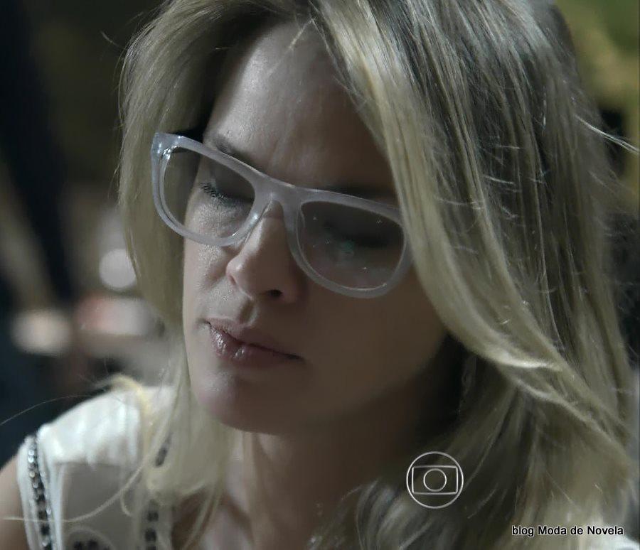 moda da novela Império - óculos de grau da Érika dia 26 de julho