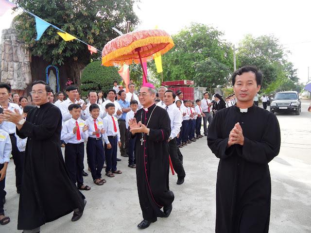 Hình ảnh thánh lễ ban phép thêm sức tại Giáo xứ Phú Nhơn