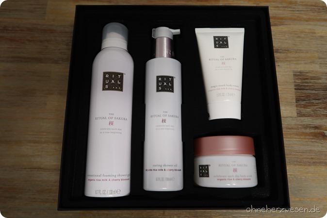 Douglas Haul Einkauf Bestellung Online Shop Rituals of Sakura MAC Kosmetik Cosmetics Estee Lauder Company Goodies Gutscheine Rabattcode Blush Creme Bodylotion Duschschaum Duschgel Body Peeling Dior 4