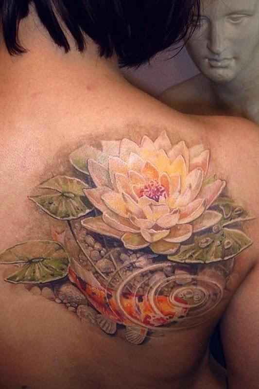 realista_amarelo_flor_de_ltus_em_um_lago_de_tatuagem