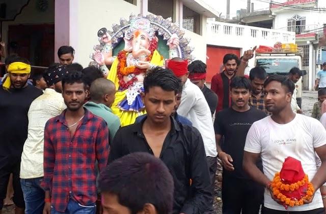 गणपति बप्पा मोरया के जयकारों के साथ प्रतिमा का हुआ विसर्जन