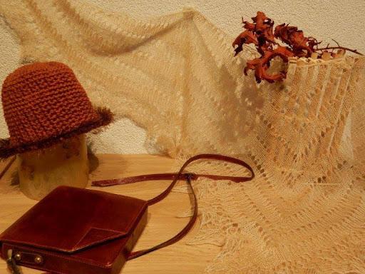 TE KOOP:Beige /ecru sjaal,stola, handgebreid.