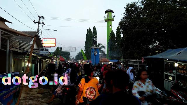 Pasar kamis desa muara blanakan makin ramai jelang lebaran