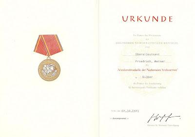 146f Verdienstmedaille der Nationalen Volksarmee in Silber, Punze 900  (10) www.ddrmedailles.nl