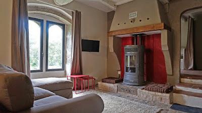Salon et salle à manger 31 m² alliant une décoration moderne et le charme de l'ancien (pavés d'époque au sol)